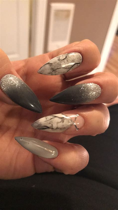 Are doubts rolling over your head and confusing you? Pin by princesa.mymy 💙 on Nails | Stiletto nails, Nail ...
