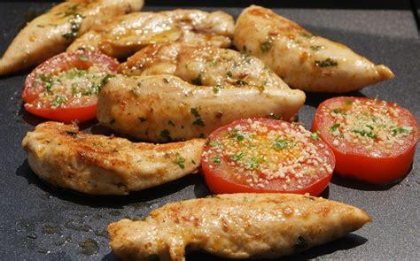 cuisiner des aiguillettes de poulet plancha d 39 aiguillettes de poulet marinées aux fourneaux
