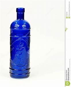 Bouteille De Verre : bouteille en verre bleue photo stock image du grand 51344166 ~ Teatrodelosmanantiales.com Idées de Décoration