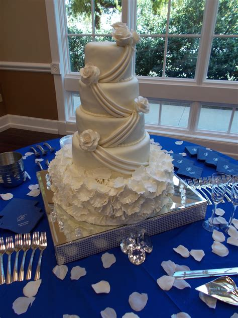 tier  wedding cake covered  fondant  roses