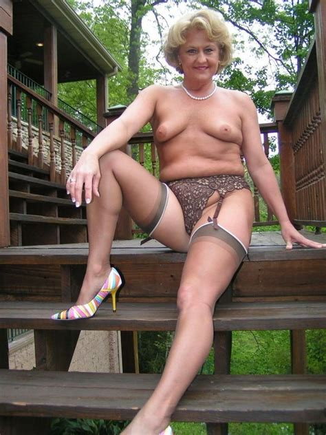 Spicy Porn Pics With The Fully Naked Matures And Grannies