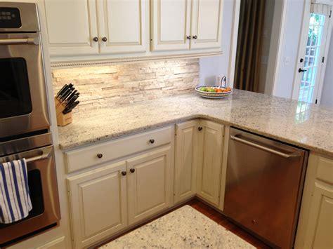 backsplash for white kitchen cabinets travertine backsplash with bone white cabinets crema