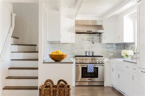 Small Tiles For Kitchen Backsplash : Small U Shaped Kitchen Designs With White Cabinets