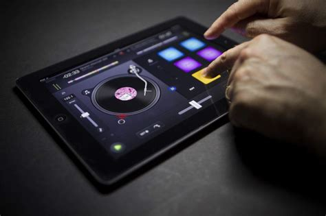 powerful dj app   arrives  djay
