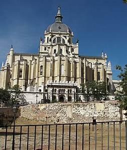 Reiseführer Madrid Und Umgebung : madrid reisef hrer almudena kathedrale catedral de la ~ Kayakingforconservation.com Haus und Dekorationen