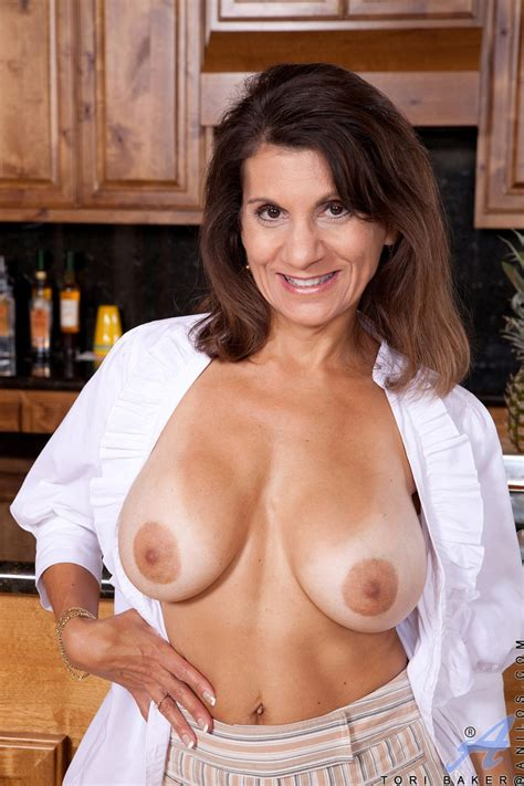 Shapely Cougar With Big Beautiful Breasts Tori Baker