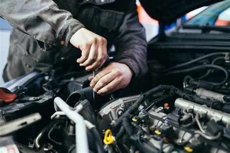 What's The Difference Between A Car Mechanic And An Auto