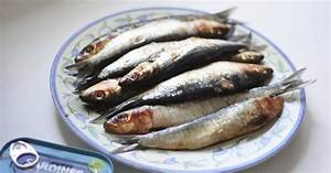 Simple Food: How to Gut, Clean and Bone a Sardine