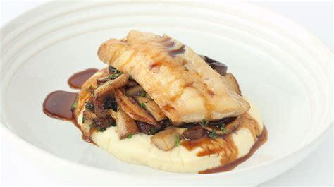 cuisiner poisson poisson mariné au miel et à la sauce soya purée de céleri et poêlée de chignons