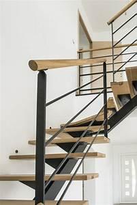 Rampe d'escalier en acier RAL noir et main courante bois Divinox