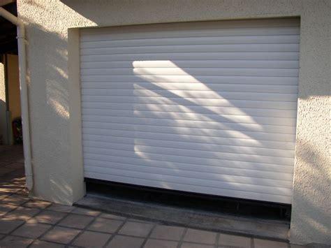 porte garage roulante porte de garage roulante a milhaud dans le 30 menuisier