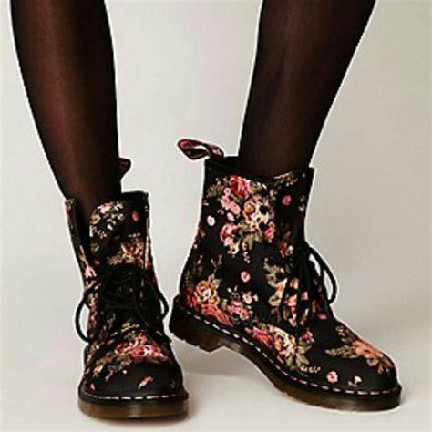 dr martens a fiori 29 dr martens boots sold doc marten x free