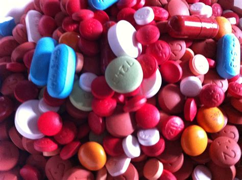 file assorted pills 3 jpg wikimedia commons