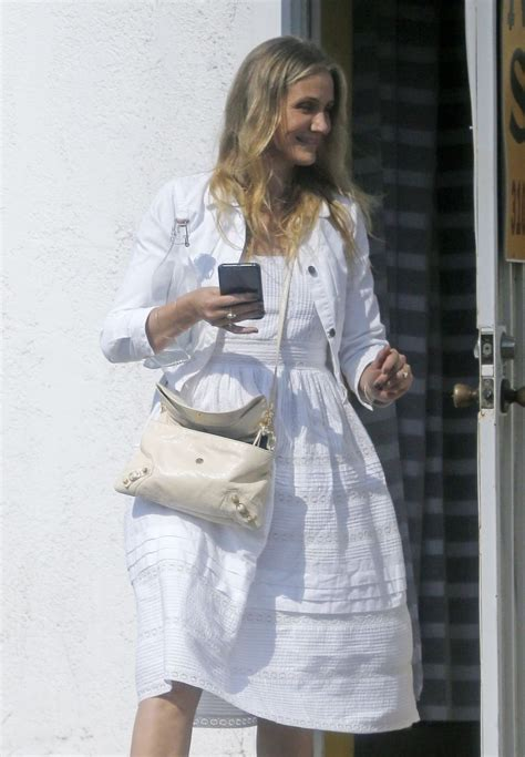 cameron diaz  nicole richie catch   nail salon