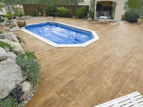 nivrem terrasse beton imitation bois diverses id 233 es de conception de patio en bois pour