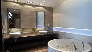 double meuble vasque separe par une niche centrale With salle de bain design avec idée décoration mariage pas cher