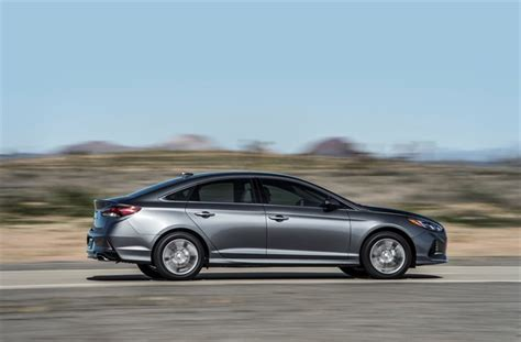 hyundai adds tech  blue link offers     years