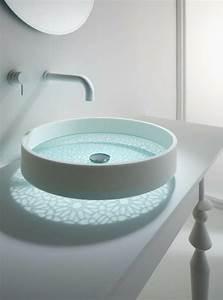 Wasserhahn Aus Der Wand : glattes schickes waschbecken das motiv waschbecken von omvivo ~ Markanthonyermac.com Haus und Dekorationen
