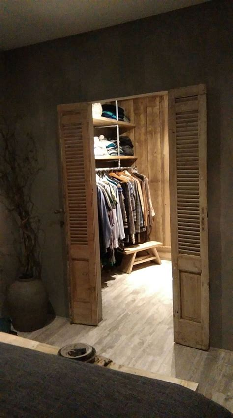 Finds Living In Closet by Best 25 Rustic Closet Ideas Only On Rustic