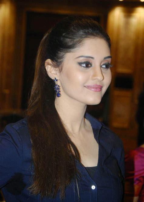 Surabhi Looks Super Sexy At Tamil Film Velaiyilla
