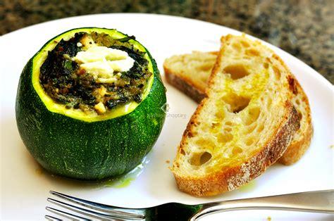 Kungulleshkë e mbushur me spinaq dhe djathë