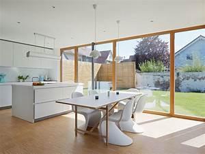 Moderne Stühle Esszimmer : esszimmer mit k cheweisse st hle modern esszimmer berlin von architectoo ~ Markanthonyermac.com Haus und Dekorationen