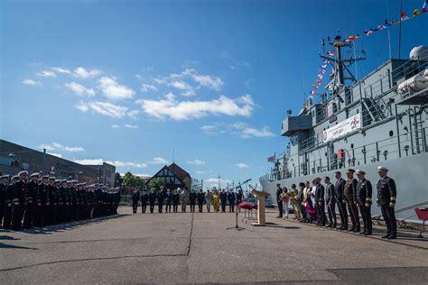 Liepājā svinīgā ceremonijā pasniedz Jūras spēku Mīnu kuģu ...