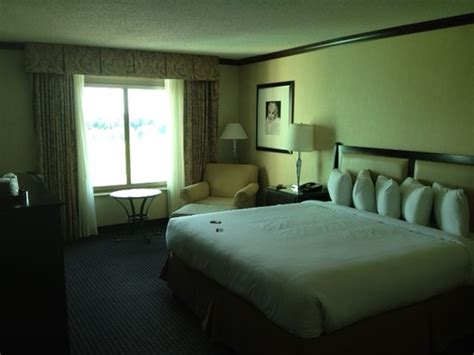 Clean Bed  Picture Of Hollywood Casino Tunica Hotel. Distressed Dining Room Table. Primitive Home Decor Wholesale. Target Bathroom Decor. Decorative Storage Box With Lid. Ideas To Decorate Your Apartment. Hotel With Jacuzzi In Room Los Angeles. Nature Themed Wedding Decorations. El Dorado Furniture Living Room Sets