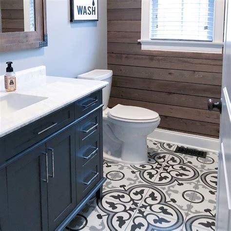 mora classic    ceramic field tile