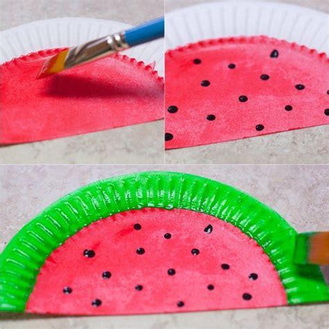 bastelideen sommer kindergarten pappteller wie wassermelone bemalen und f 228 cher basteln kindergarten f 228 cher basteln