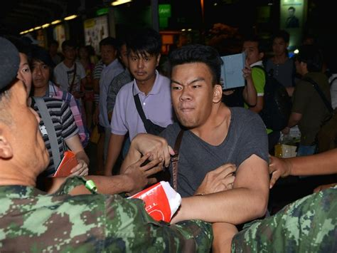 thai army detains  prime minister yingluck