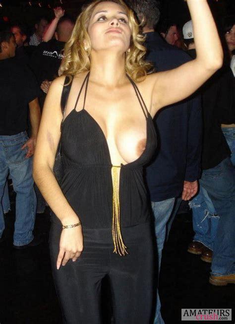 Tit Slips Pics Of Beautiful Nip Slips Amateurscrush Com
