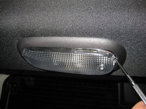 jeep wrangler cargo area light bulb replacement guide 002