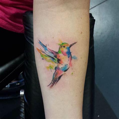 kolibri bedeutung kolibri bedeutung farbige t 228 towierung am unterarm