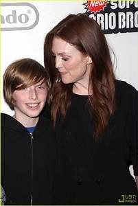 Julianne Moore is a Mario Mom: Photo 2355301 | Julianne ...