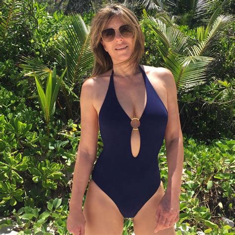 elizabeth hurley shows figure in one com