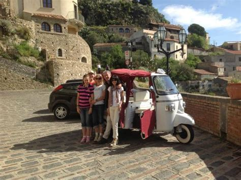 driver in sicily excursion savoca taormina godfather tour in savoca with this special bee vehicle picture of sicily tours taxi