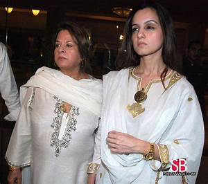 Classify Feroz Khan, his wife and his children ( Fardeen ...