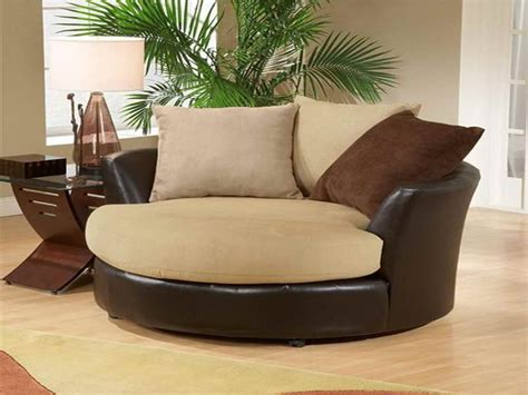 Crescent Lounge Swivel Round Chair