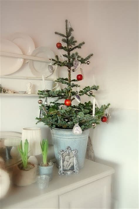 space saving christmas trees  small spaces digsdigs