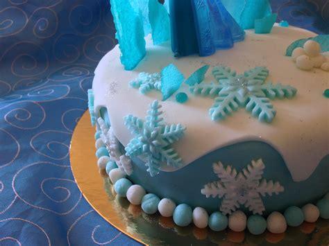 figurine reine des neiges en pate a sucre
