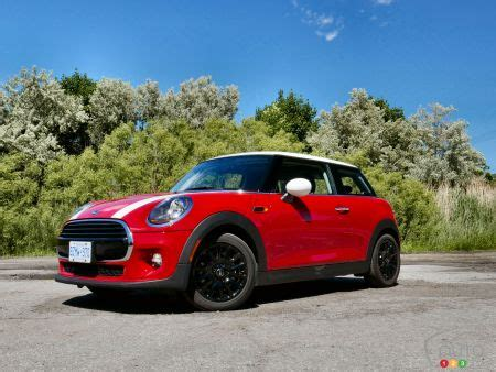 Review Mini Cooper 3 Door by Review Of The 2018 Mini Cooper 3 Door Car Reviews Auto123