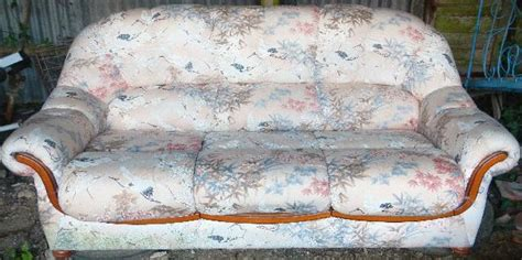 canapé anglais tissu fleuri canape à donner à 36600 lye