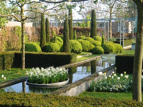Schöner Moderner Garten by Formschnitt Gartenzauber