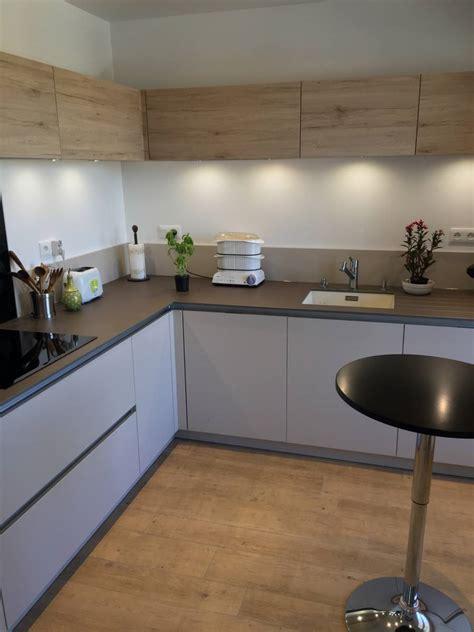 cuisine moderne bois et blanche sans poignées à chambéry