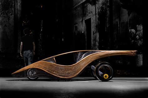el coche biodegradable de ratan  bambu