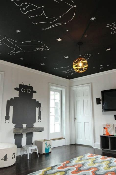 etoile plafond chambre un plafond plein d 39 étoiles dans une chambre enfant