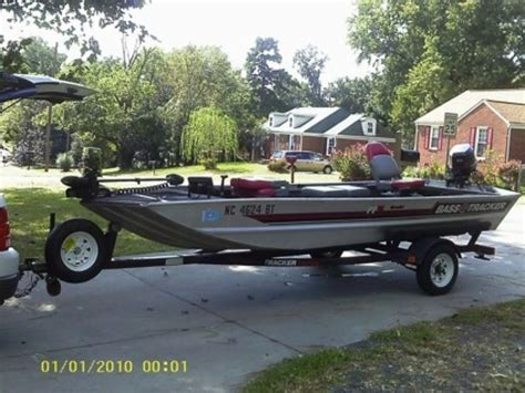 Bass Fishing Boats Uk by Best 20 Bass Boats For Sale Ideas On Used