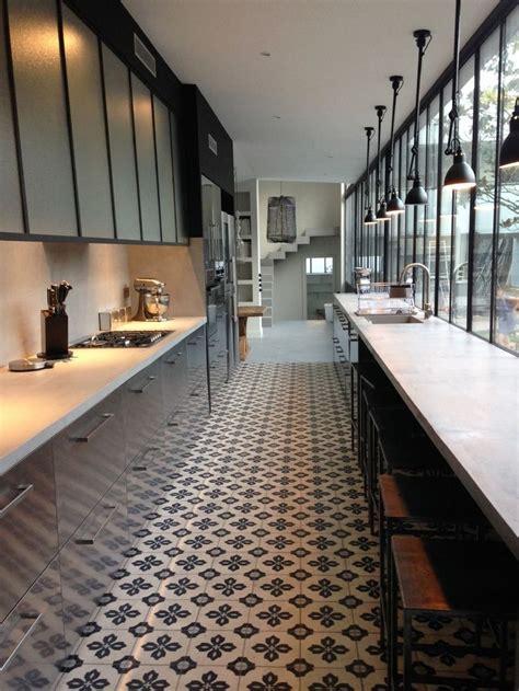 cuisine couloir cuisine tout en longueur la verrière casse l 39 effet