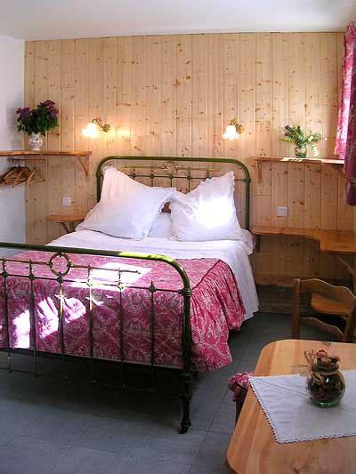 chambre d hote insolite paca chambres d 39 hôtes paysannes les agnelets à abries
